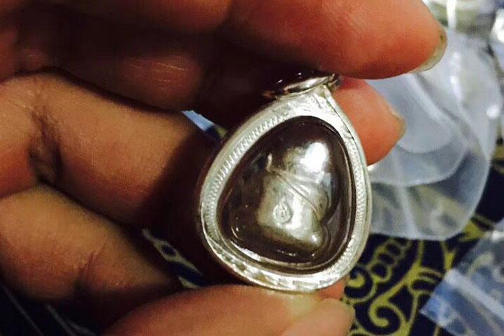 关于泰国佛牌种类中龙普锦的纯银掩面佛和瓦刚邦帕寺庙掩面佛